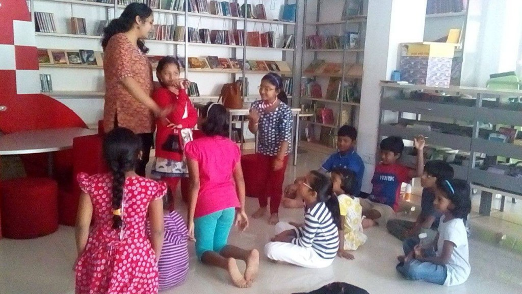 Sharanya with the kids at Hippocampus_02