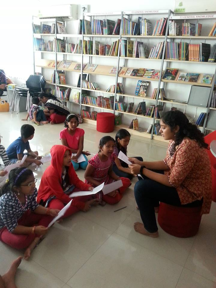 Sharanya with the kids at Hippocampus_03
